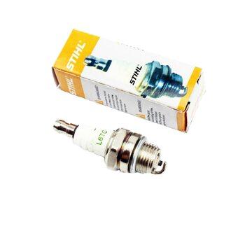 Свеча для бензопилы или мотокосы STIHL